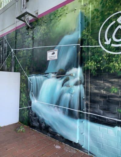 bunte bemalte Wasserschutztür